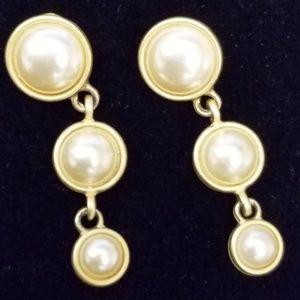 Jewelry - Matte gold pearl drop earrings